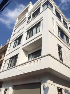 Bán nhà mặt đường trường chinh,đống đa 50m2 x 7 tầng mới