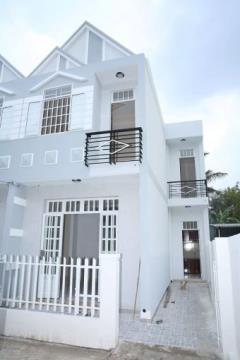 Bán nhà đẹp trên đường quốc lộ 50, giá: 280tr - 720tr/căn