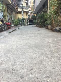 Cho thuê nhà phố chùa láng 3 - 5,5tr 70m2,ngõ ô tô