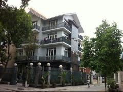 Cho thuê biệt thự yên hòa, 210 m2, xây 140 m2 x4 tầng