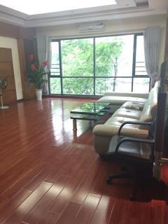 Cho thuê nhà phân lô trung kính, 55 m2 x 6 tầng, có thang ma