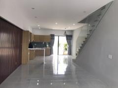 Nhà 3 tầng phong cách singapore hiện đại- đầy đủ nội thất