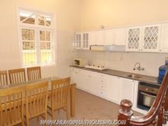 Cho thuê nhà 130m2,3 tầng,4pn,đủ đồ, quận tây hồ,hà nội