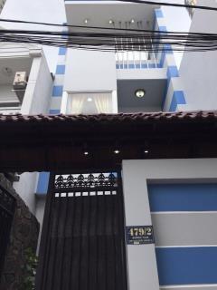 Nhà cần bán gấpltr,dt 3.7m x 15,5m đúc 2 tấm rưởi