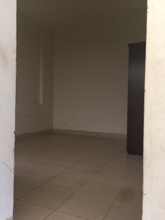 Cho thuê căn hộ 2pn cc hh2a linh đàm. lh 0984877152