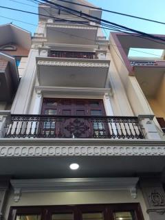 Cần bán nhà 3 tầng mặt đường bãi vượt   giá 1.9tỷ