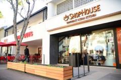 Shophouse bao gồm 1 tầng trệt kinh doanh và 1 tầng lửng để ở