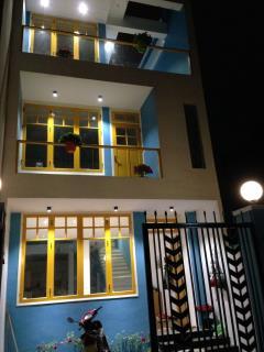 1ty9 nhà 3 tầng kiến trúc hiện đại với không gian xanh