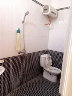 Cho thuê nhà 5 tầng 8 phòng ngủ, cực đẹp ở văn cao