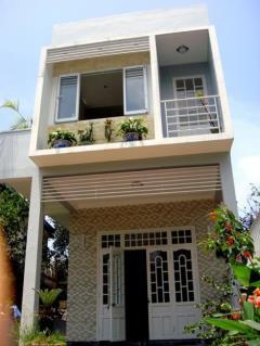 Bán nhà phố 1 trệt 3 lầu giá rẻ, s.hồng, mt 8m, gần chợ