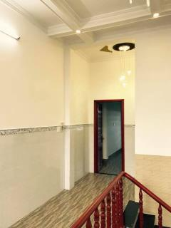 Bán biệt thự mini 1 trệt 2 lầu. giá 2,4 tỷ kdc 12ha8