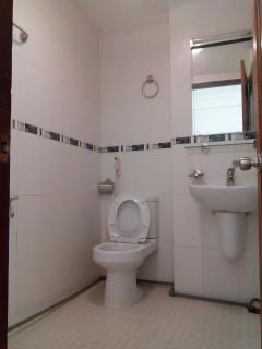 Cho thuê phòng 31 lam sơn, gần sân bay, đủ nội thất, free nư