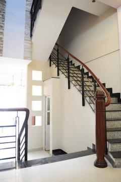 Cho thuê căn hộ,2 phòng ngủ,bếp riêng,full nội thất gỗ, 60m