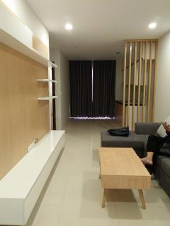 Cho thuê căn hộ 3p.ngủ-100m2 tòa ct2e vov mễ trì 01644132666