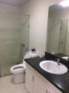 Cho thuê căn hộ tràng an complex,2 ngủ đđ 87m 01666349585