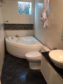 Cho thuê gấp căn hộ tòa 17t4 thnc 01644132666