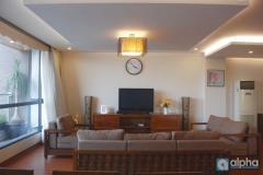 Cho thuê căn penthouse tại hồ ba mẫu - view hồ thoáng mát