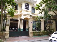 Cần bán/cho thuê biệt thự trong phố - chính chủ - không gian
