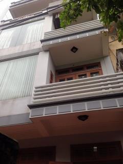 Bán nhà gần vincom phường đề thám có gara oto trong nhà
