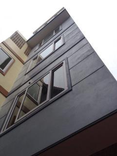 Nhà mới xây bán tại phố triều khúc s=30m2x5t, giá 1,8 tỷ