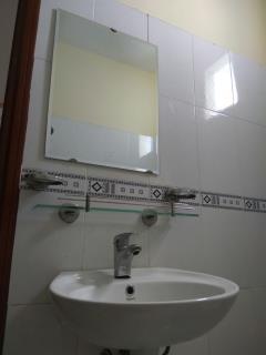 Phòng tầng trệt, toilet riêng - nước nóng lạnh