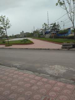 Cần bán đất chính chủ, dt 150m, 6,5m mặt nhìn ra công viên