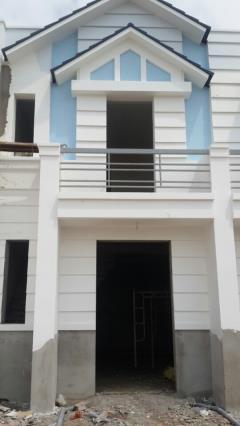 Nhà mới xây 1 trệt 1 lầu,2 phòng ngủ rất đẹp.sổ hồng riêng