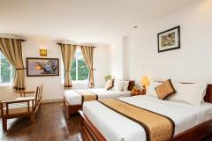 Bán khách sạn 60 phòng mặt phố quận ba đình 9 tầng mới 100%