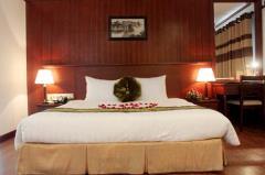 Cho thuê khách sạn 13 tầng 80 phòng mặt phố quạn ba đình
