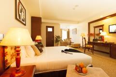 Cho thuê khách sạn đẳng cấp 198 phòng & nhà hàng + bể bơi