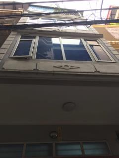 Bán gấp nhà hai bà trưng  trương định 45m2, 4 tầng, kd, 2.9