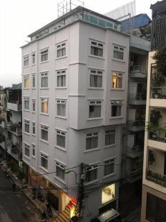 Văn phòng hoàng quốc việt 7 tầng thang máy giá 18.4 tỷ.