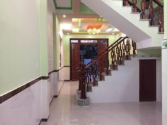 Bán nhà hóc môn, 1 trệt 2 lầu, dt đất 5x20m , sổ hồng riêng