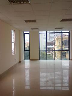 Văn phòng 60m2 giá 10 tr/th,100m2 giá 15 tr/th trần duy hưng