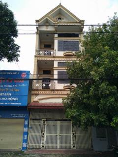 Chính chủ cho thuê nhà 3 tầng mặt đường trường chinh