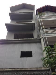 Bán nhà chia lô 122m2 xây 5,5 tầng phố đông quan, cầu giấy