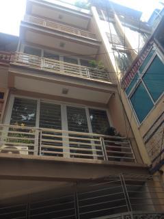 Bán nhà 5 tầng ngõ cạnh cổng công viên thủ lệ, oto vào nhà