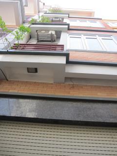 Bán nhà ngõ rộng phố mễ trì thượng ô tô vào nhà