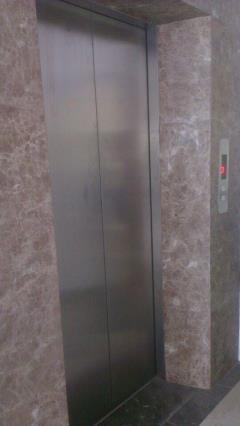 Cần cho thuê tòa nhà văn phòng s100m2/mặt sàn,đằng sau bến m