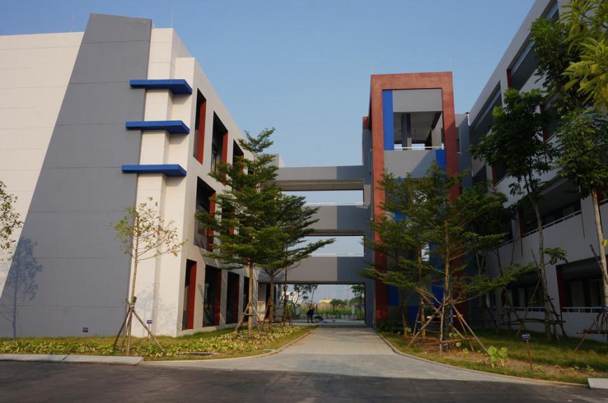Không gian kết nối ấn tượng giữa 2 dãy nhà học