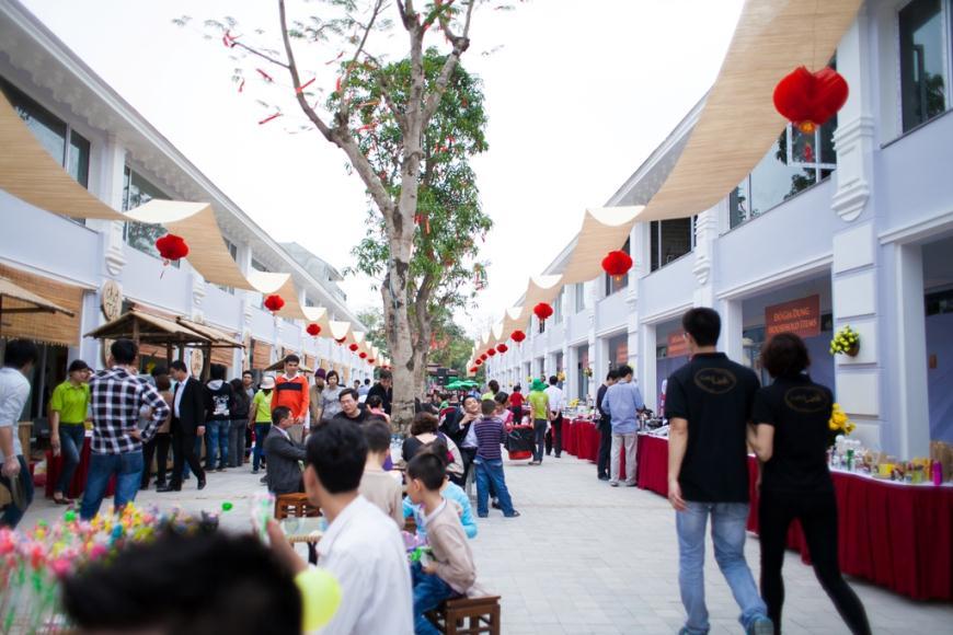Trung tâm thương mại và du lịch phố cổ Ecopark