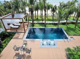 Hồ bơi và khu spa tại biệt thự Blue sapphire