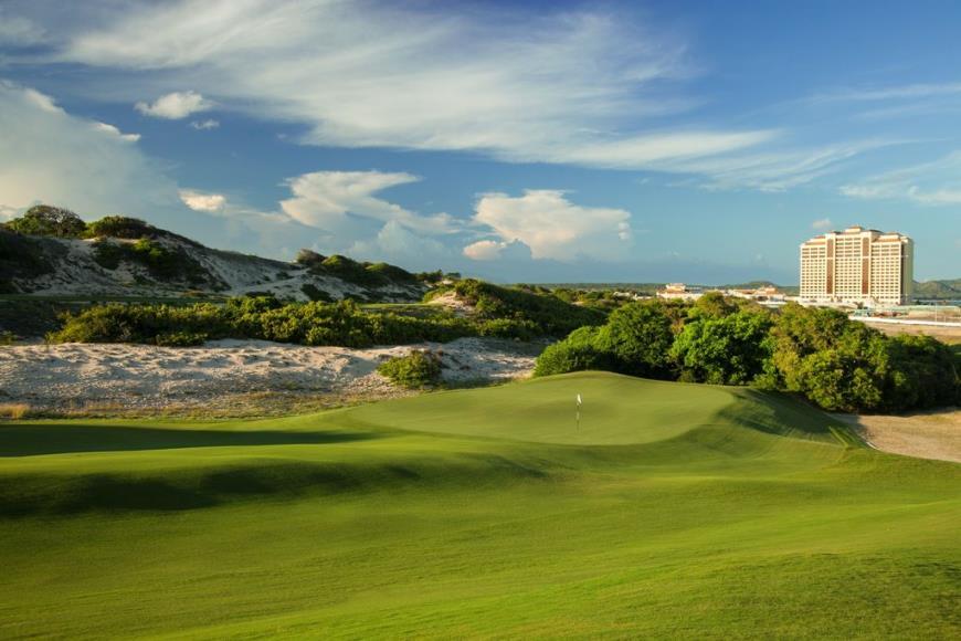 Sân golf gần dự án Ray River Residence