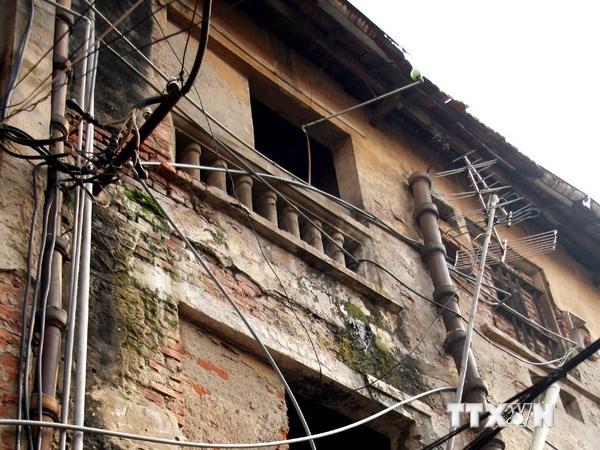 Di dời khẩn cấp 54 hộ dân ra khỏi chung cư xuống cấp tại Quảng Ninh