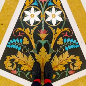 Sàn gạch hoa độc đáo không thể rời mắt